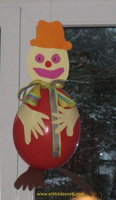 Tolle Bastelideen so wie dieser Luftballon-Clown für die Faschingsparty ganz einfach und schnell mit Anleitung auf www.achistdasnett.com