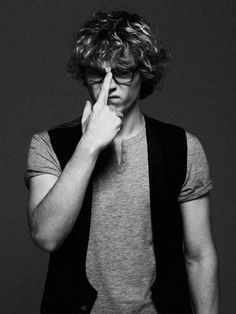 Evan Peters. I love him. Thick curly hair, sexy specs, cheeky/irreverent attitude <3 Charming...