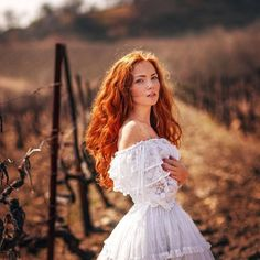 A daily redhead beauty - SFW Beautiful Red Hair, Beautiful Redhead, Beautiful People, U Cut Hairstyle, Red Heads Women, Red Hair Woman, Beauty And Fashion, Girls With Red Hair, Redhead Girl