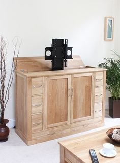 bonsoni mobel oak hideaway lifter widescreen television cabinet all the drawers have dovetailed joints