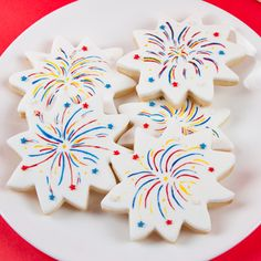 These fun and festive cookies are all about fireworks. Brightly colored icing and fun shapes make for an explosive and dazzling treat that is sure to wow. Summer Cookies, Fancy Cookies, Iced Cookies, Cut Out Cookies, Cute Cookies, Royal Icing Cookies, Cupcake Cookies, Cookies Et Biscuits, Frosted Cookies