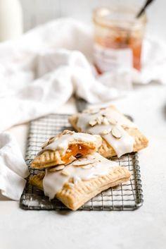 These homemade apricot almond pop tarts would be a nostalgic treat for a wedding dessert or brunch Köstliche Desserts, Dessert Recipes, Eid Recipes, Pastry Recipes, Quick Recipes, Cake Recipes, Cooking Recipes, Brunch Recipes, Breakfast Recipes