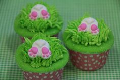 Bunny tail cupcakes! Perfect little Easter treat...