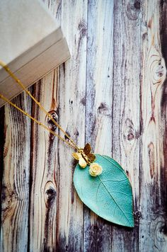 This romantic patina leaf necklace is adorned with a golden butterfly and a cream colored rose in its clutches. The bronzed veining captures the look of an authentic leaf. It's the perfect pairing to a whimsical ensemble. Leaf Necklace, Gold Pendant Necklace, Resin Flowers, Leaf Pendant, Stainless Steel Chain, Gold Leaf, Butterfly, Clutches, Whimsical