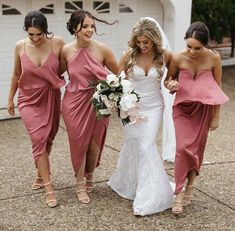 Short bridesmaid dresses specially tailored for each of the bridesmaids. Mix knee length or tea length bridesmaid dresses with long bridesmaid dresses to enchant the whole bridal party. Blush Pink Bridesmaids, Tea Length Bridesmaid Dresses, Bridesmaid Flowers, Wedding Dresses, Alternative Bridesmaid Dresses, Wedding Bridesmaids, Taffeta Dress, Draped Dress, Boutique Fashion