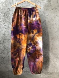 dyeing tutorials Hand Dyed Cotton Sweatpants in Tiger's Eye, Anna Joyce, Portland, OR. Bleach Tie Dye, Tye Dye, Tie Dye Fashion, Diy Fashion, Sweatpants Outfit, Tie Dye Bedding, Tie Dye Shirts, Tie Dye Jeans, Swag Outfits
