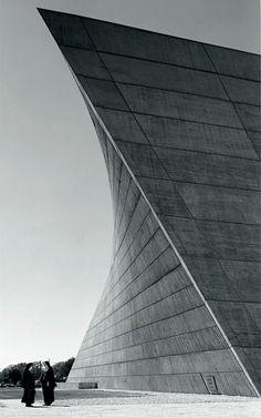 O arquiteto e designer Marcel Breuer - que revolucionou as duas áreas no século XX - ganha mostra retrospectiva em Paris. De 20/02 a 17/07