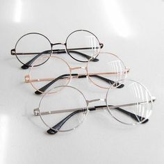 glasses and style image Disney Instagram, Instagram Girls, Fashion Eye Glasses, Accesorios Casual, Cute Glasses, Circle Glasses, Style Vintage, Soft Grunge, Vintage Designs