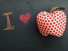sewing tutorial to make fabric apples for fall