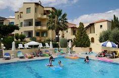 Griekenland Kreta Chersonissos  Heerlijk onder een parasol liggend op een ligbedje bij het het zwembad genieten van een relaxte dag. Dat klinkt fijn! Het appartementencomplex Sylvia heeft een rustige ligging tegen een heuvel...  EUR 380.00  Meer informatie  #vakantie http://vakantienaar.eu - http://facebook.com/vakantienaar.eu - https://start.me/p/VRobeo/vakantie-pagina