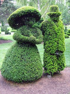 Strolling Couple - topiary garden in Columbus, OH.  Think they were named Mr. & Mrs. Bush <3