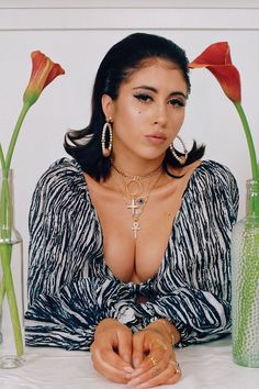 Kali Uchis hustled hard to make it as a musician. Now, a generation is in love with her timeless style Kali Uchis, Summer Girls, Hot Girls, Pretty People, Beautiful People, Photographie Portrait Inspiration, Idole, Female Singers, Swagg