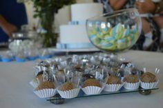Batizado simples Mesa do bolo e doces