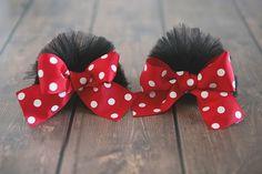 A sua menina vai adorar estas presilhas de cabelo da Minnie.