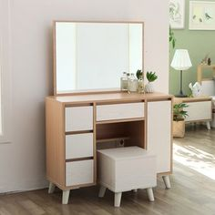 house and decor Bedroom Furniture Design, Girl Bedroom Designs, Home Furniture, Bedroom Makeup Vanity, Makeup Room Decor, Bedroom Decorating Tips, Dressing Table Design, The Home Edit, Desk Inspiration
