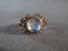 Vintage Sterling Silver round moon Stone Fancy Filigree Scrolled Etched Band Ring, Size 7.5