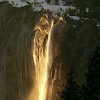 Todos los años, únicamente en unos pocos días de febrero y durante unos pocos minutos al día, el sol incide en un ángulo especial sobre la cascada Cola de Caballo, del Parque Nacional de Yosemite (E.E.U.U.).