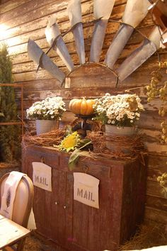 Maison Douce: Barn House Fall Harvest-vintage windmill sections Windmill Blades, Windmill Wall Decor, Windmill Decor, Western Decor, Country Decor, Rustic Decor, Texas Western, Country Charm, Country Living