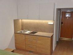 Prenájom zar. garsónky po rek. v Hoteli Holiday Inn Filing Cabinet, Office Desk, Vanity, Storage, Holiday, Furniture, Home Decor, Bratislava, Dressing Tables