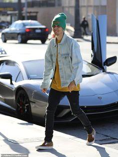 Justin Bieber sports distressed denim while wife Hailey Baldwin displays her stellar figure in LA Justin Bieber Outfits, Justin Bieber Style, Justin Bieber Clothes, Justin Bieber Fashion, Celebrity Outfits, Trendy Outfits, Fashion Outfits, Justin Bieber Wallpaper, Vans Outfit