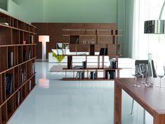 Loft Cattelan Italia  Design: Philip Jackson    Bücherschrank aus weiß lackiertem MDF oder Nussbaum. E 'kann sie nahe an einer Wand zu bringen, oder erstellen Sie faszinierende Spaltungen innerhalb einer Umgebung.  http://www.storeswiss.com/de/prod/buecherregale/loft-cattelan-italia.html