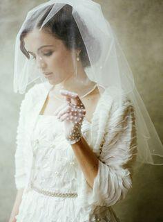 Wedding veil inspiration.   Repin by Inweddingdress.com   #veils