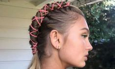 Coachella marks the start of the festival season with phenomenal music, fashion slayage and of course stylish hair trends. Last year space buns were the staple style, but this year is all about the pipe braid trend. Boho Hairstyles, Summer Hairstyles, Wedding Hairstyles, Concert Hairstyles, Hippie Wedding Hair, Coachella Hair, Festival Makeup Glitter, Hair Videos, Makeup Videos