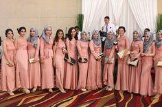 """621 Suka, 11 Komentar - kebaya  •bridesmaid  •wisuda (@kondangan_day) di Instagram: """"Inspirasi dari @lidyabputri  Temukan inspirasi kebaya kalian sini.  Jangan lupa follow dan TAG foto…"""" Bridesmaids, Bridesmaid Dresses, Wedding Dresses, Muslim Gown, Kebaya Dress, Fashion Couple, Abayas, Hijabs, Party Gowns"""
