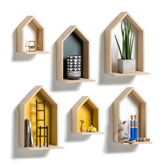 Hanging, house-shaped shelving unit. Features:- Made from oak veneered MDF, with oak veneered particle board sides and a painted MDF base. - 2 plates to fix to the wall (screws and wall plugs not provided). Measurements:- L.25 x H.45 x D.22cm.