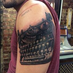 50 Typewriter Tattoo Designs For Men - Retro Ink Ideas Typewriter Tattoo, Teacup Tattoo, Tattoo Photography, Make Tattoo, Ink Master, Black And Grey Tattoos, Tattoo Black, Color Of Life, Body Mods