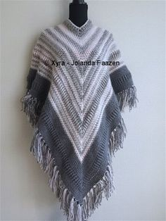#PATR1034 #Omslagdoek #sjaal #haakpatroon #patroon #haken #gehaakt #crochet #pattern #scarf #shawl #poncho #DIY  Patroon (NL) is beschikbaar via: Pattern (English-US) is available at: www.xyracreaties.nl www.ravelry.com/stores/xyra-creaties www.etsy.com/shop/XyraCreaties