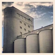 Industrial architecture, Farine Five Roses (Montreal) - Photo by kastororama Industrial Architecture, Contemporary Architecture, Montreal, Louvre, Roses, Building, Photos, Photography, Travel