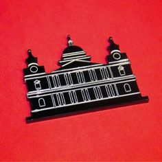 Acrylic Perspex laser cut etched St Pauls Cathedral brooch