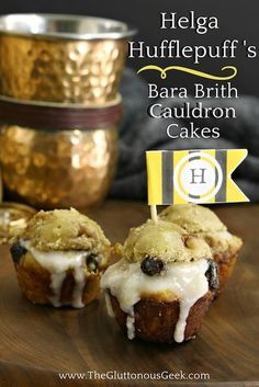 This recipe for Bara Brith Cauldron Cakes, made with dried blueberries and apricots, is inspired by Hogwarts Founder Helga Hufflepuff. Recipe by The Gluttonous Geek. Harry Potter Desserts, Harry Potter Treats, Harry Potter Food, Harry Potter Birthday, Potter Box, Bara Brith, Just Desserts, Dessert Recipes, Cauldron Cake