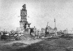 Berlin Tiergarten - Kemperplatz; der zerstörte Rolandsbrunnen, im Hintergrund der Reichstage 1945
