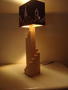 Risultati immagini per lampara de escritorio de madera Wooden Floor Lamps, Wood Lamps, Light Art, Lamp Light, Lamp Design, Lighting Design, Woodworking Art Ideas, Rope Pendant Light, Diy Furniture Videos