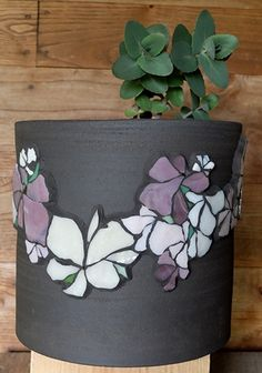 Michelle Combeau Albertini glass paste to pot in grog black earth. Mosaic Planters, Mosaic Vase, Mosaic Flower Pots, Mosaic Garden, Mosaic Crafts, Mosaic Projects, Mosaic Furniture, Cement Art, Mosaic Artwork