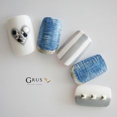 White and blue nail art Asian Nail Art, Asian Nails, Stylish Nails, Trendy Nails, Cute Nails, Aloha Nails, Abstract Nail Art, Nail Pictures, Fabulous Nails