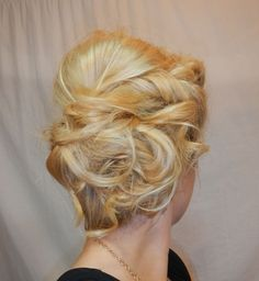 To die for: Messy Crimped Hair Bun