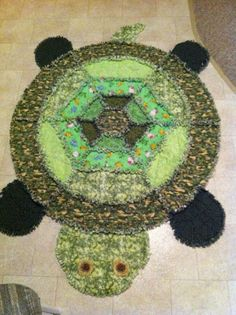 Sully's turtle quilt, made with love by Grandma Grandma did an excellent job! Easy Sewing Projects, Quilting Projects, Quilting Designs, Sewing Crafts, Flannel Rag Quilts, Baby Rag Quilts, Patchwork Quilt Patterns, Applique Quilts, Turtle Quilt