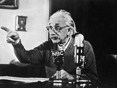 #scienza #fisica #OndeGravitazionali Le Onde Gravitazionali Erano state previste da Einstein cento anni fa. La scoperta è confermata ed apre oggi le nuove pagine della fisica