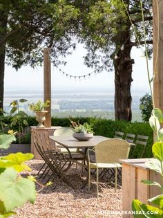 A Valley View | At Home Arkansas | March 2015 | Design: Daniel Keeley, Photography: Nancy Nolan #garden #cafe #table #dining