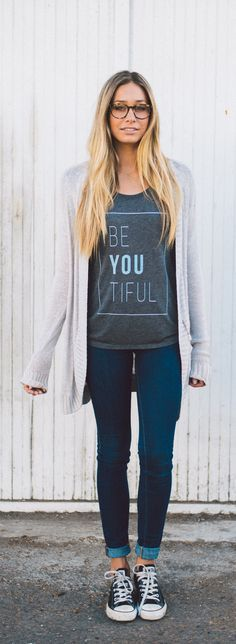 Casual look | ''BeYouTiful'' shirt with denim, cardigan and sneakers