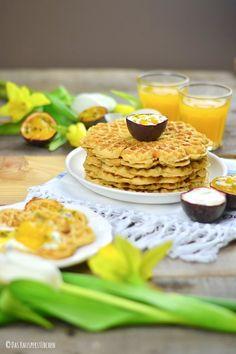 Breakfastival: Frühstückswaffeln mit Maracuja-Mango-Joghurt (via Bloglovin.com )