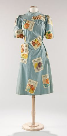 Gardening and Fashion. (Circa 1940 Elsa Schiaparelli dress with a quirky seed packet print material. Elsa Schiaparelli, Madeleine Vionnet, Vintage Outfits, Vintage Dresses, Vintage Wardrobe, 1940s Fashion, Vintage Fashion, Vintage Couture, Simple Summer Dresses