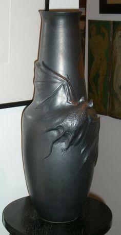 Freiwald Art Pottery: freiwald amphora bat vase tot could diy Ceramic Pottery, Pottery Art, Ceramic Art, Halloween Dishes, Fall Halloween, Creation Deco, Goth Art, Halloween Projects, Vintage Halloween