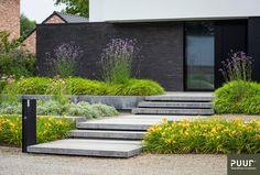 Strakke voortuin - PUUR groenprojecten Front Gardens, Small Gardens, Garden Landscape Design, Landscape Architecture, Modern Landscaping, Backyard Landscaping, Small Garden Hacks, Garden Stairs, Minimalist Garden
