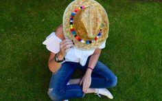 #DIY sombrero con #pompones de colores. Fácil y sencillo
