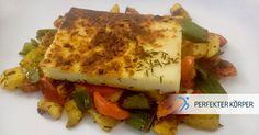 Grill-Käse mit knackigem Gemüse 👌🍴  Grillkäse zum Mittagessen?? Kein Problem, solange man auf eine gesunde, ausgewogene und gemäßigte Ernährung achtet! ☝️😉 In Kombination mit Gemüse ist das Gericht leicht und sättigend! 😊 Super lecker ist es natürlich auch! 😋