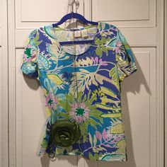 Flower knit tee shirt, worn once. Tropical print & colors on this tee.  Only worn once & is in perfect condition! Caribbean Joe Tops Tees - Short Sleeve